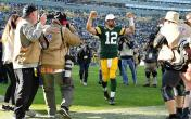 aaron rodgers arms raised